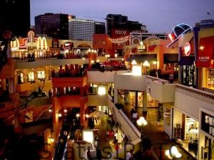 the romantic places to roam with your love_horton_plaza