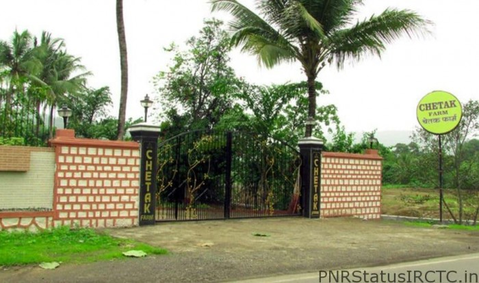 Chetak Farmhouse with swimming pool near Mumbai