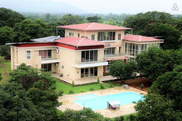 The Majestic Villa - Karjat Farmhouse with Swimming Pool